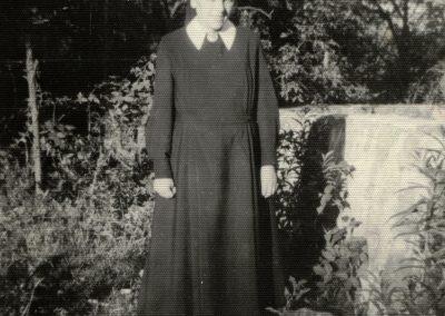 Schwester Fiatis als junge Ordensfrau und bei ihrem ersten Heimatbesuch 1971 in der Stube ihres Elternhauses.