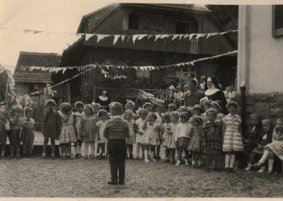 Sommerfeste in der Kinderschule, der heutigen Kindertagesstätte St. Angela, aus den Jahren 1958 bis 1960.