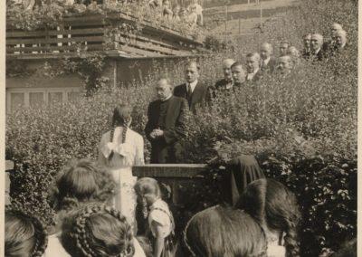 Verabschiedung: Großer Bahnhof für Pfarrer Josef Schmidt, der im Jahre 1955 nach Welschensteinach versetzt wird