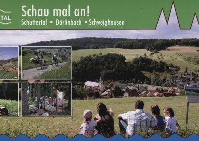 Die wohl neueste Postkarte, herausgegeben von Tourist-Info Schuttertal. Bei den kleinen Foto-Einklingern ist rechts oben ein Blick vom Prinschbach ins Dorf zu sehen.