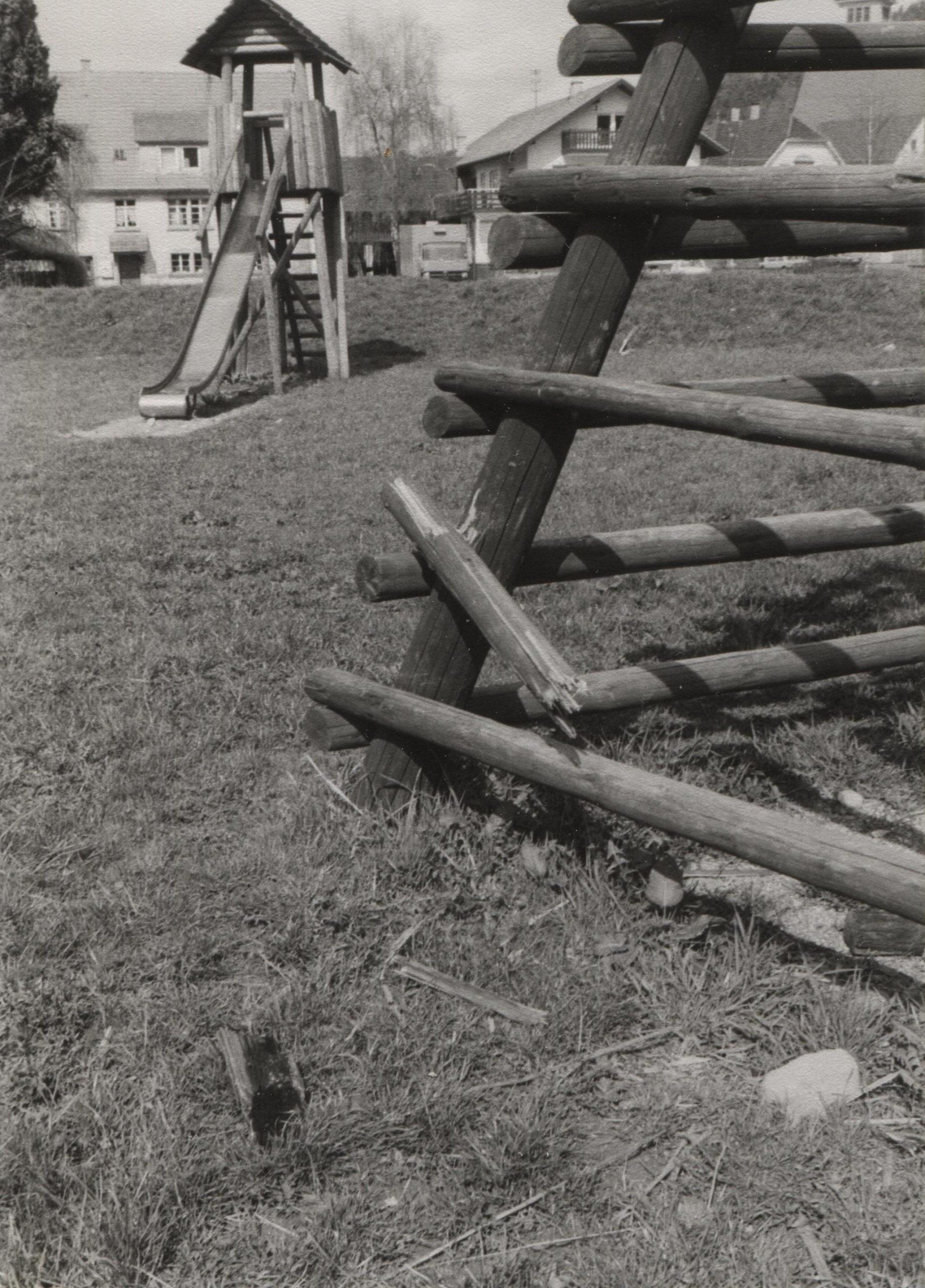 Der alte Spielplatz auf der Herrenmatt, der im Jahre 1984 dem Hallenbau weichen musste.