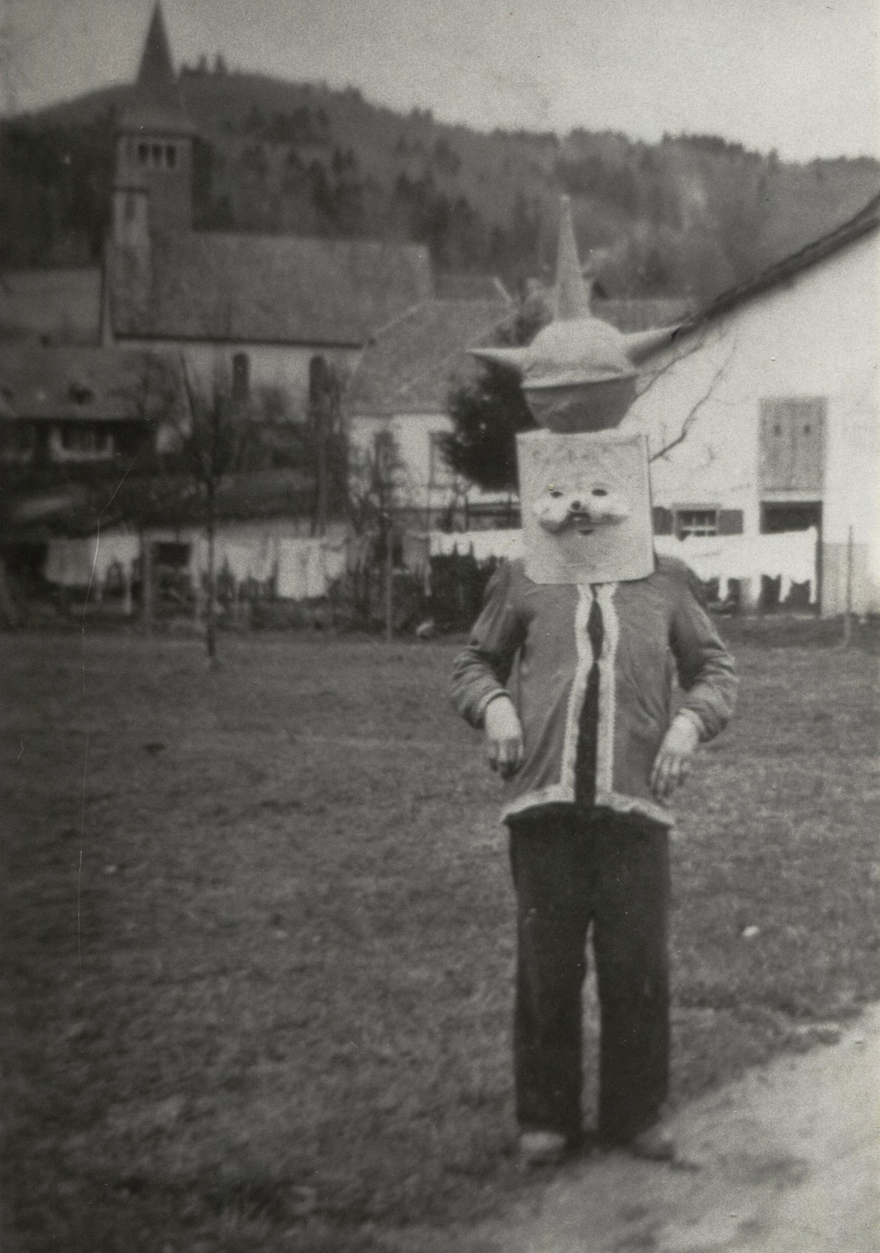 """Wilhelm Billharz sen. (übrigens an einem 11.11. geboren) posiert an Fastnacht 1955 als """"Sputnik"""""""