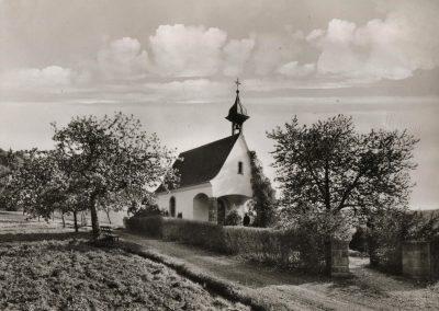 Die Postkarte zeigt die Kriegergedächntniskapelle, die 1955 auf dem Kappelberg erbaut und eingeweiht wurde.