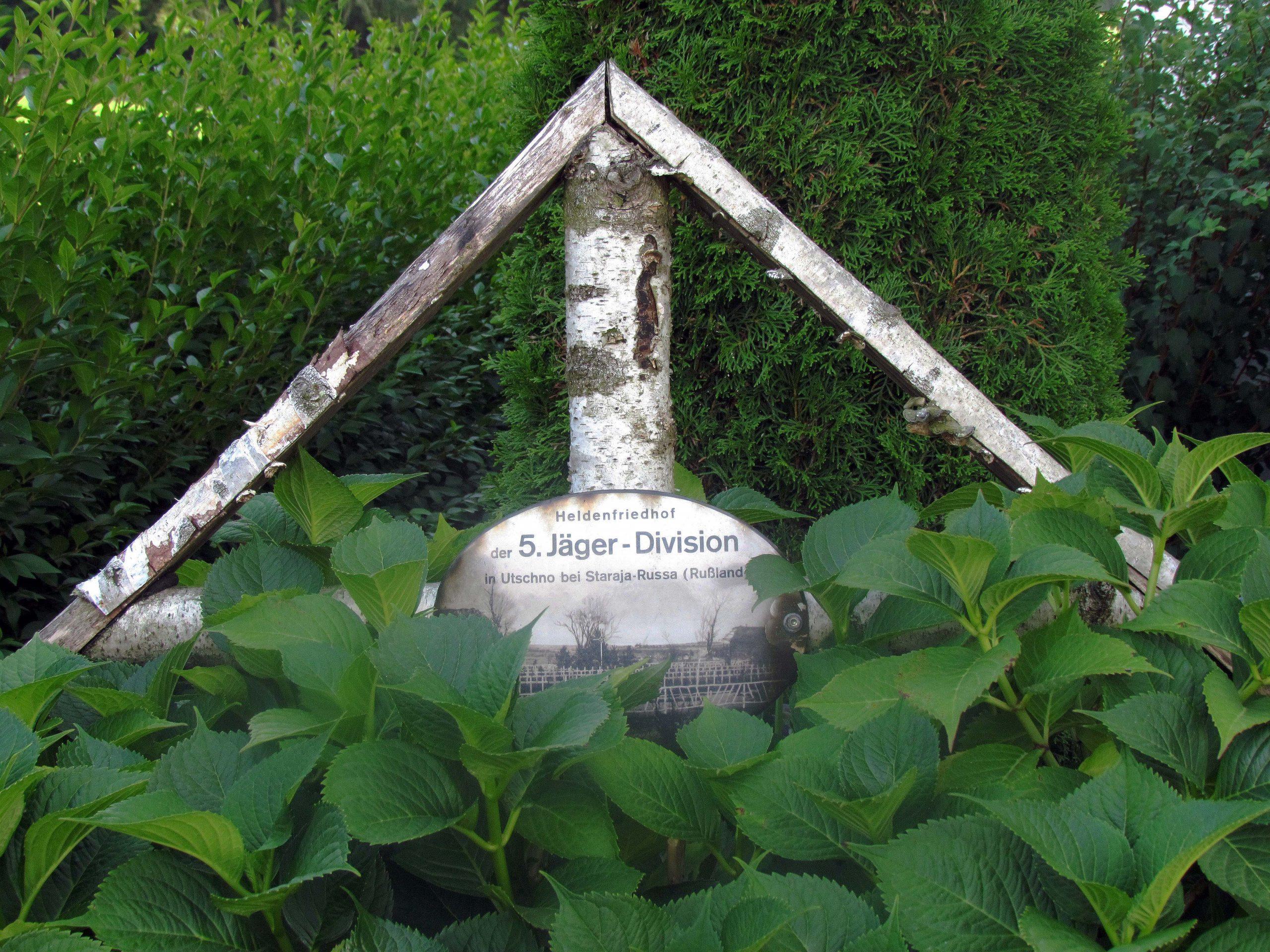 Bei der Gedächtniskapelle wurde bis 2011 mit einem Treffen an Christi Himmelfahrt den gefallenen Soldaten der 5. Jäger-Division erinnert