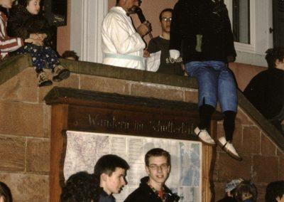 Narrensplitter vom Schmutzigen Donnerstag 2003: Rathaussturm und Narrenbaumstellen.