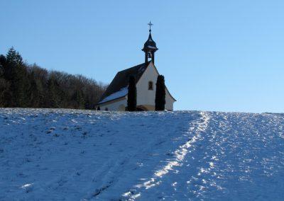 Winterimpressionen im Februar 2021: Auf dem Weg zur Kapelle.
