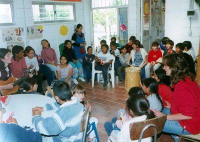 """Kinderfest im Armenviertel """"Virreyes"""" in San Isidro im Jahre 2003."""