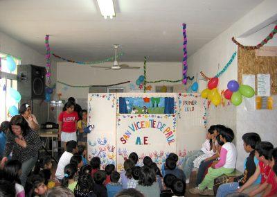 """Weihnachtsfeier 2008 im Armenvirtel """"Virreyes"""" in San Isidro. Hier flossen über viele Jahre hinweg Spenden aus den Dörlinbacher Missionsbasaren hin."""