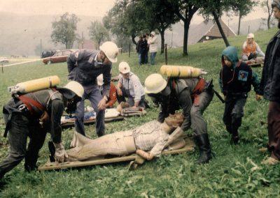 Schauübung vom DRK-Ortsverein Schuttertal zusammen mit der Feuerwehr anlässlich des zweiten DRK-Bergfestes auf dem Lieberatsberg in Dörlinbach im September 1994.