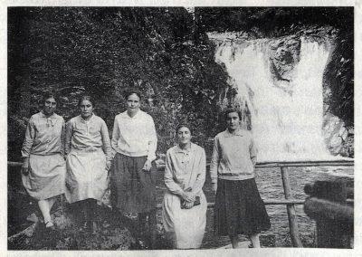 Fünf Frauen auf einem Ausflug. Es sind nicht irgendwelche, sondern jene ersten Frauen, die in Dörlinbach am Fasentstreiben teilgenommen hatten