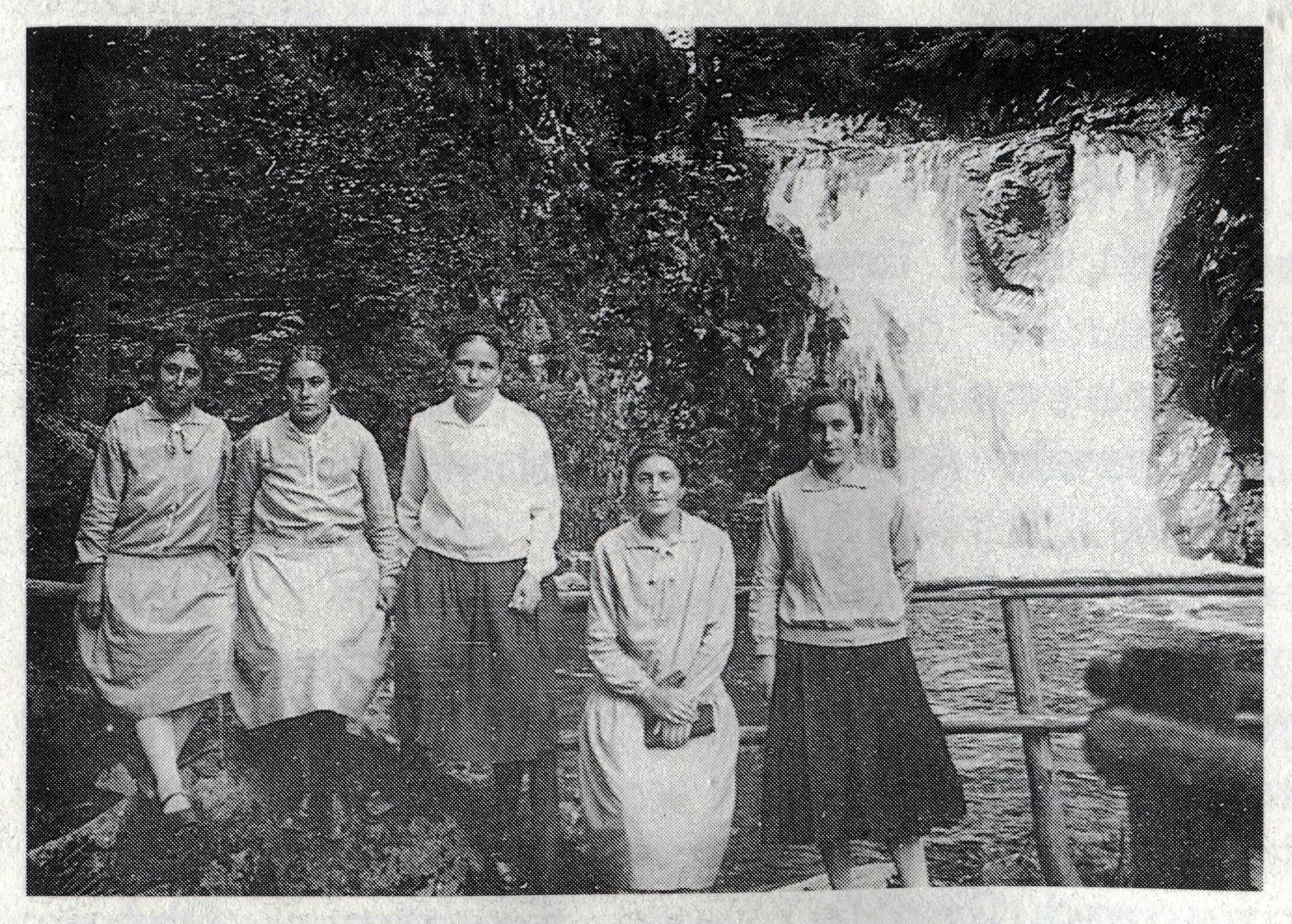 800 Dorffasent erste Frauen 10 10 scan