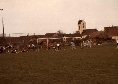 Erfolgreich auf fremden Platz: Die Damenmannschaft gewinnt in Hartheim 2:1 gegen Hartheims Ligamannschaft.