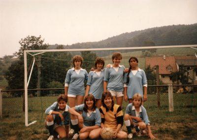 Frauenfußball in Dörlinbach: Team-Foto der Krempelturnier-Mannschaft der Katholische Junge Gemeinde (KJG) Dörlinbach im Juni 1983.