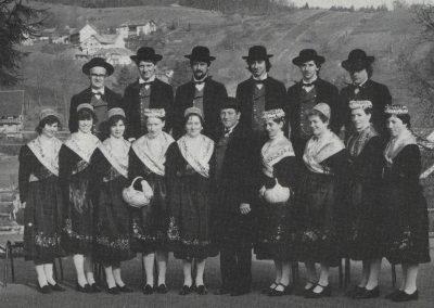 Die Trachten- und Volkstanzgruppe des Musikvereins im Jahre 1983.