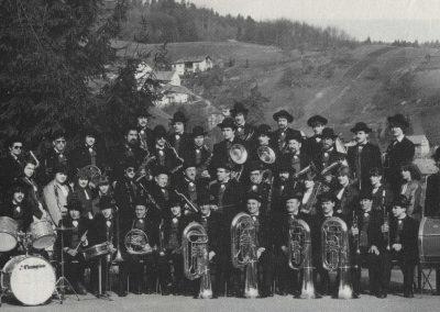 Die Trachtenkapelle im Jahre 1983.