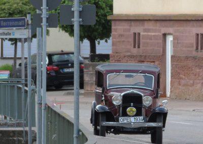 Im Sommer 2019 sah man diesen Oldtimer, ein Opel aus dem Jahre 1934, nahezu täglich in Dörlinbachs Straßen herumstehen und natürlich auch fahren.