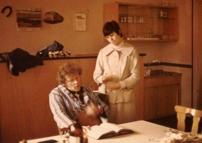 Schnappschuss von der Theaterprobe der KJG Dörlinbach im Probelokal des Musikvereins in der Alten Schule im Jahre 1976