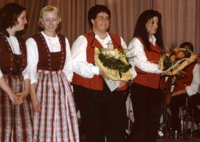 Frühjahrskonzert mit Ehrungen der Trachtenkapelle Dörlinbach im Mai 2001 in der Turn- und Festhalle.