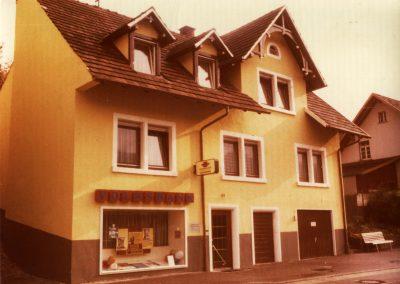 Die ehemalige Volksbank-Filiale in der Hauptstraße 11. Heute gibt es keine Zweigstelle mehr vor Ort.