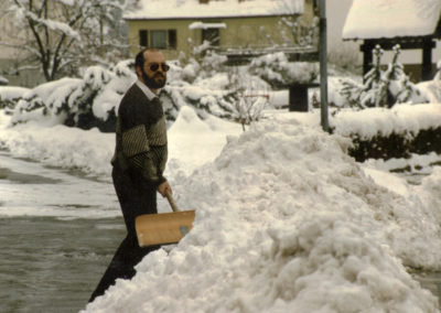 Was für ein Winter: Richtig viel Schnee bescherte der Winter 1988. Hier ein Blick durch die Hauptstraße.