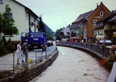 Jahrhunderthochwasser: Aufräumarbeiten entlang der Schutter, die wieder in ihr Bachbett zurückgekehrt ist …