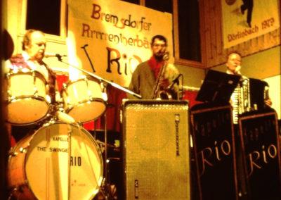 Die legendäre Stimmungs- und Tanzkapelle Rio, die in Dörlinbach über viele Jahrzehnte bei Veranstaltungen präsent war. Hier bei einer Fasentveranstaltung Anfang der 1980er-Jahre in der Festhalle.