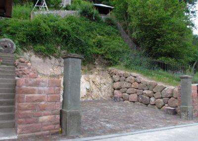 """Juli 2021: Hier entsteht ein Carport für das Anwesen """"s'Herre-Ländels"""" am Unterrain."""