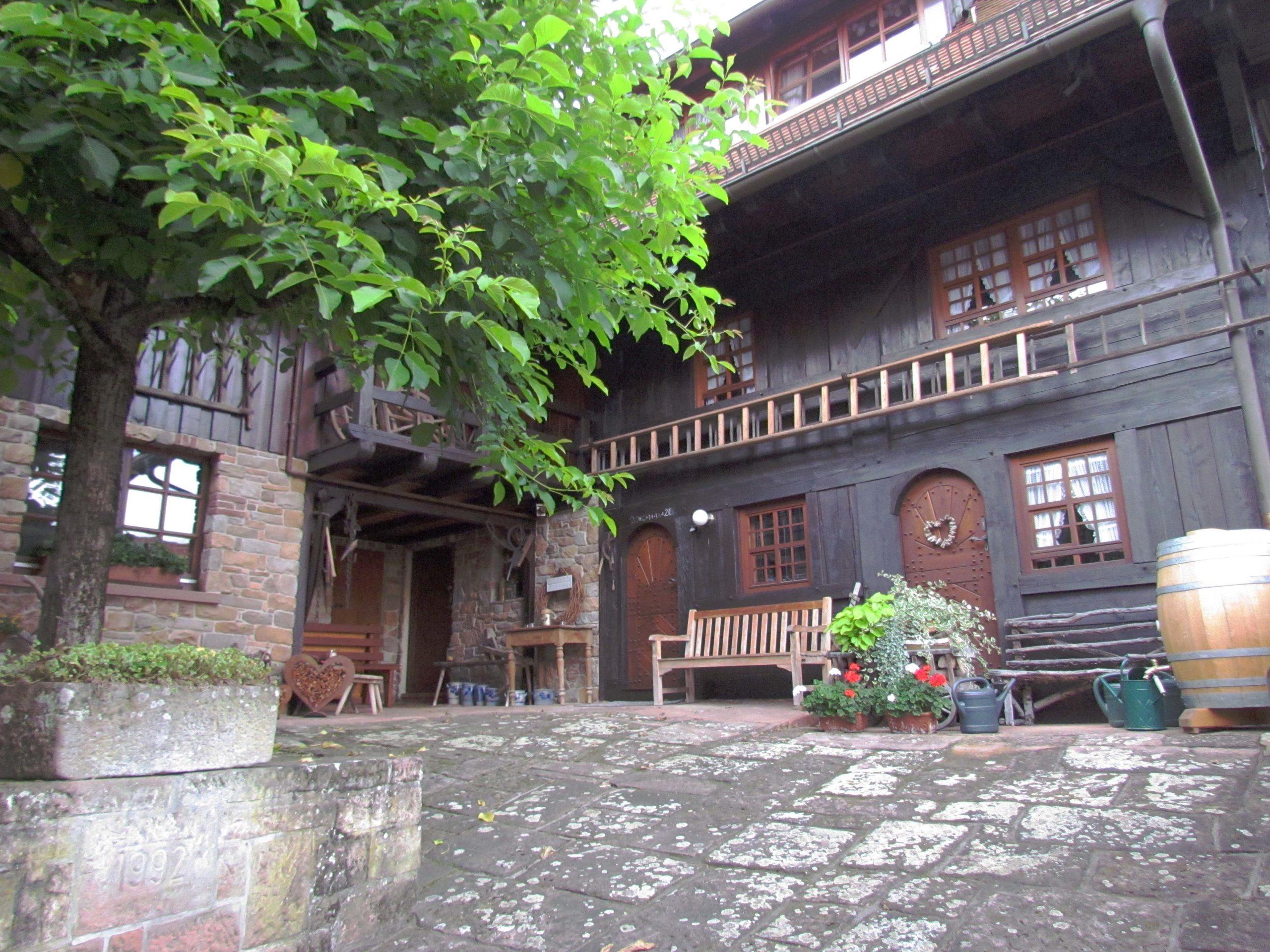 Immer ein Hingucker: Das Schwarzwälder Bollen-Ständer-Haus am Unterrain.