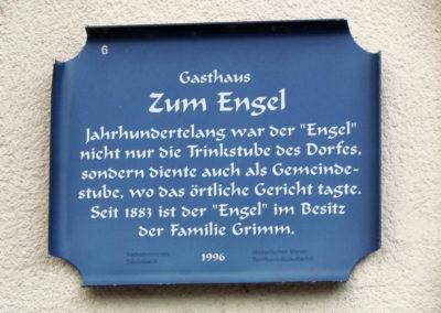 """Historische Hinweistafel Nr. 6 am Gasthaus """"Engel"""". Eine Aktion vom Verkehrsverein Dörlinbach und dem Historischen Verein Dörlinbach im Jahre 1996. Beide Vereine gibt es heute nicht mehr."""