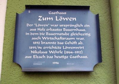 """Historische Hinweistafel Nr. 5 am Gasthaus """"Löwen"""". Eine Aktion vom Verkehrsverein Dörlinbach und dem Historischen Verein Dörlinbach im Jahre 1996. Beide Vereine gibt es heute nicht mehr."""