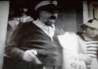 "Filmausschnitt aus ""Derlebacher Rosemaendig 1968 mit Gutselewerfer Oskar"". Im Fokus der Kamera Oskar Wehrle (1897 bis 1983)."