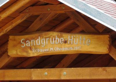 Beim ehemaligen Dörlinbacher Sandsteinbruch wurde 2017 ein Rastplatz für Wanderer und Spaziergänger eingerichtet. Darauf errichtete Matthias Ohnemus zusammen mit Alois Göppert die Sandgrube-Hütte in rund 800 ehrenamtlichen Stunden.
