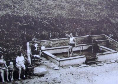 Gleich bei der Einweihung im August 1968 wurde die Wassertretbad-Anlage nach Kneipp von Mitgliedern des Verkehrsverein getestet.
