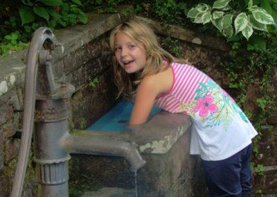 August 2013: Abkühlung und Spaß bereitet das Armbad bei der Wassertretbad-Anlage in der Ruhl.