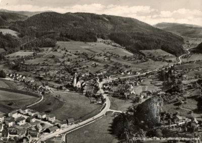 Eine Postkarten-Ansicht, die nahezu das gesamte Dorf Ende der 1960er-Jahre zeigt.